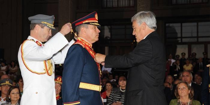 asume comandante en jefe del ejército