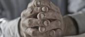 manos-trabajo-envejecimiento-esfuerzo
