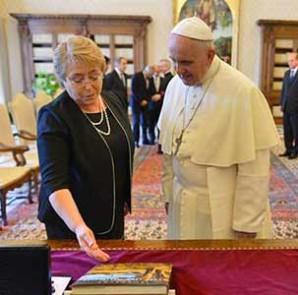 Bachelet-Papa-Francisco