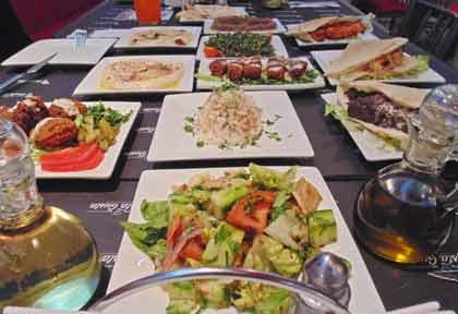 GustaGusta-Ciudad-Empresarial-Santiago-Restoran-Medio-Oriente