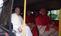 papa visita a papa benedicto