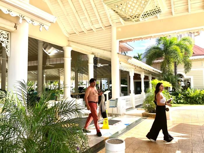 comunista jadue en hotel 5 estrellas, sept 2021 en cancun